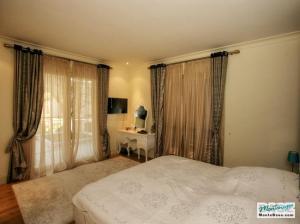 Недвижимость в Porto Montenegro - элитные апартаменты Regent Pool Club 120кв.м GB01177_21.jpg
