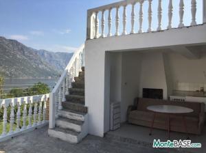 Дом в Черногории - Котор район Столив в 90м от берега MB05244_1.jpg