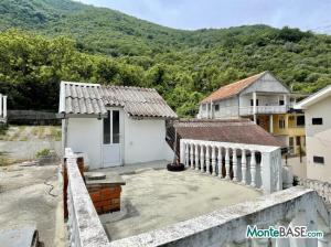Дом в Черногории - Котор район Столив в 90м от берега MB05244_14.jpg