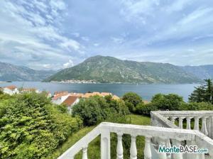 Дом в Черногории - Котор район Столив в 90м от берега MB05244_16.jpg