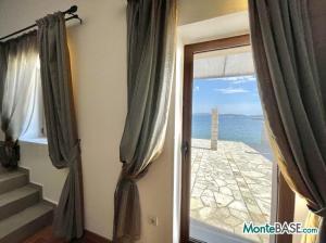Дом в Черногории со своим пляжем на Которском заливе AS01434_12.JPG