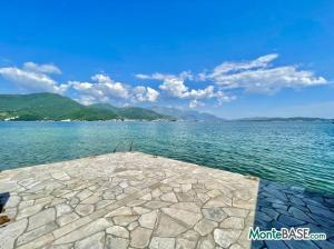 Дом в Черногории со своим пляжем на Которском заливе AS01434_25.JPG