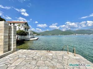 Дом в Черногории со своим пляжем на Которском заливе AS01434_26.JPG
