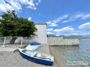 Дом в Черногории со своим пляжем на Которском заливе AS01434_6.JPG