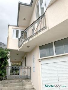 Дом в Черногории на два апартамента, город Бар AS01523_15.jpg