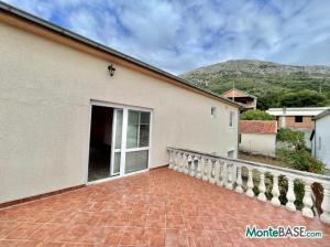 Дом в Черногории на два апартамента, город Бар AS01523_21.JPG