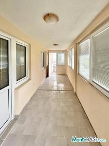 Дом в Черногории на два апартамента, город Бар AS01523_22.JPG