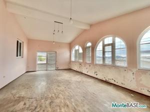 Дом в Черногории на два апартамента, город Бар AS01523_25.JPG