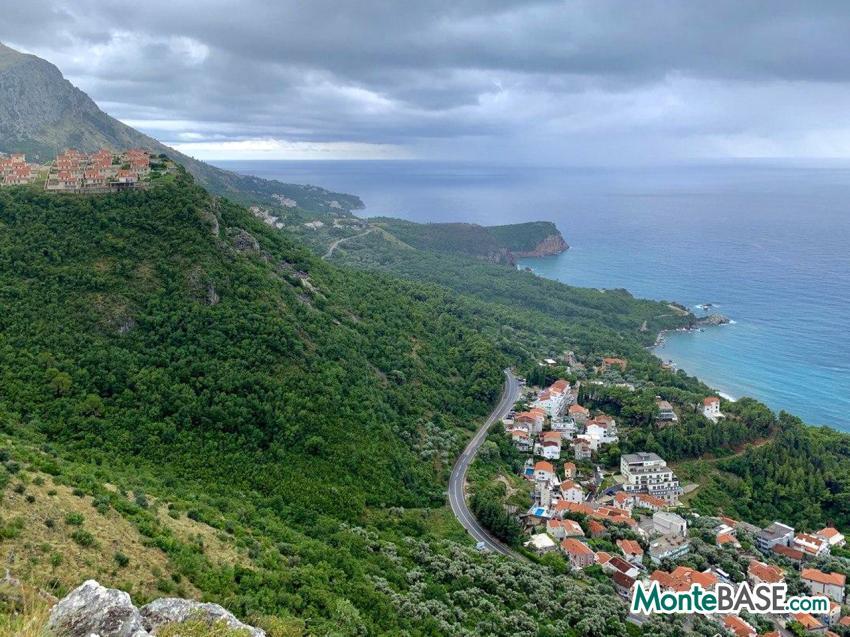 Купить участок земли в черногории торговый дом рубеж санкт петербург швецова 41